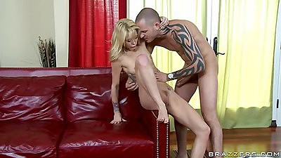 Shaved pussy blonde milf gets a nice mouth ful cum