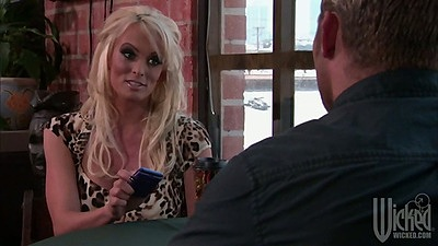 Kagney Linn Karter having a chat at the diner