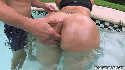 Big jiggly latina ass Destiny wet in the pool