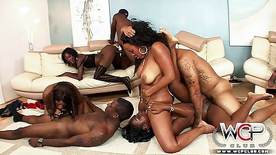 Sitting on face and blowjobs with ebony girls receiving some anal