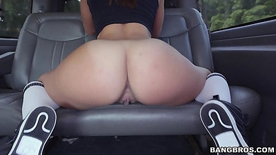 Lovely ass girl Kelsi Monroe posing in backseat with fellatio